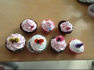 Làm cupcake phun kem