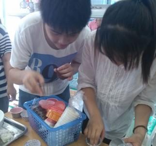 Khách học làm bánh