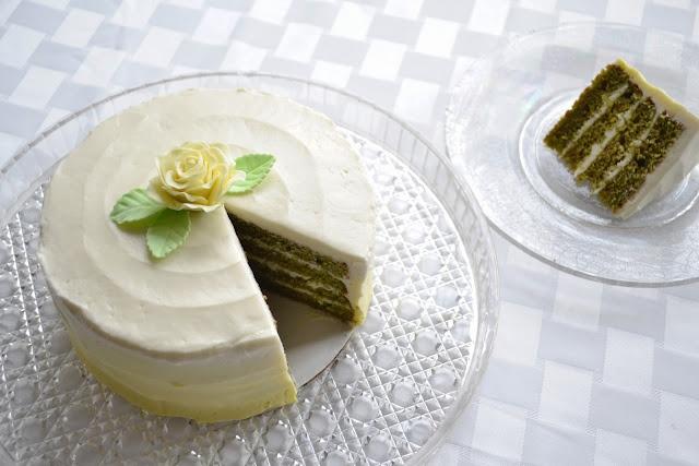 Gato mini trà xanh với kem béo ngậy và cốt bánh trà xanh thanh mát – kích cỡ bánh nhỏ xinh vừa với 2 người ăn