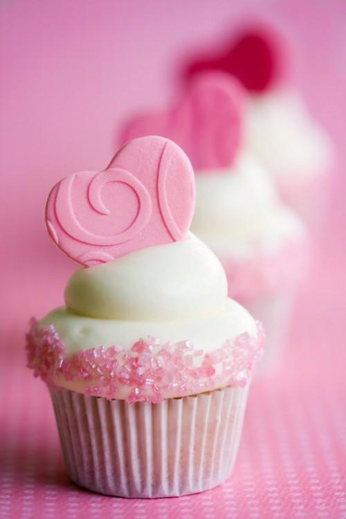 Cách làm bánh cupcake trà xanh với trái tim fondant