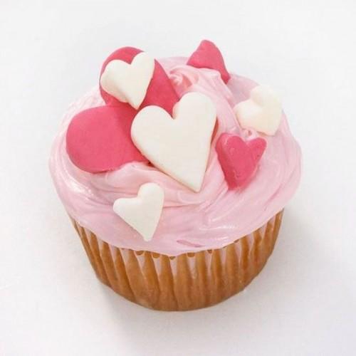 cupcake trà xanh trang trí theo chủ đề tình yêu