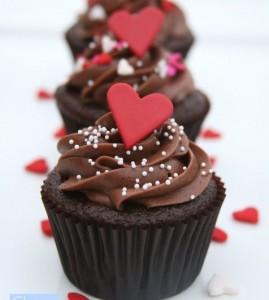 Cách làm bánh cupcake đơn giản - trang trí trái tim fondant