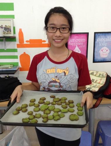 Bạn Thu Trang là khách quen của shop và rất thích học làm bánh