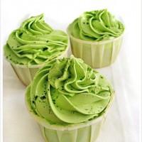 cupcake trà xanh viết chữ yêu thương