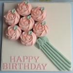 Chúc mừng sinh nhật với bánh cupcake sinh nhật