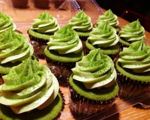 Trang trí cupcake trà xanh đơn giản