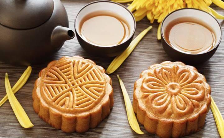Bánh trung thu cổ truyền làm bằng tay - mộc mạc và giản dị