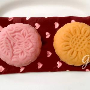 bánh dẻo vỏ tuyết làm bằng tay với các hương vị hoa quả