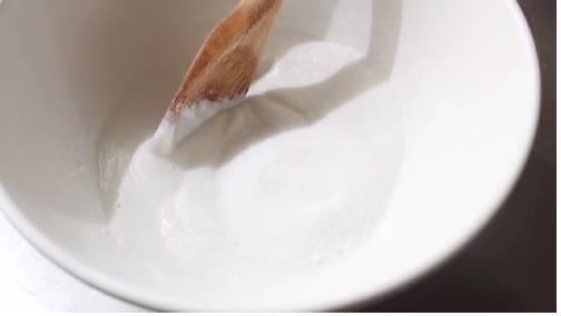 Thêm đường làm vỏ bánh mochi Nhật Bản