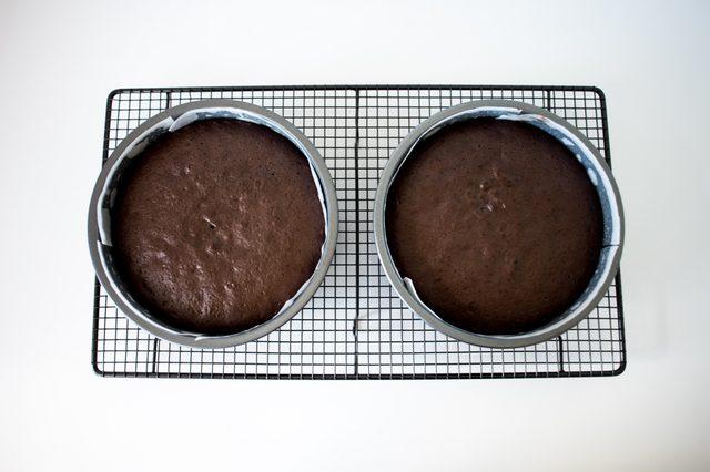 Nướng bánh trong lò khoảng 25 đến 35 phút