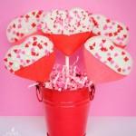 Kẹo que cookie phủ chocolate đẹp mắt cho mùa valentine